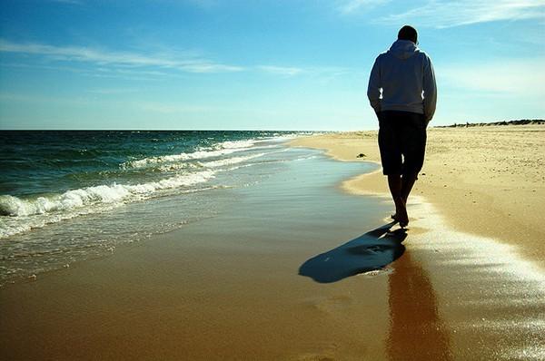walking_seaside