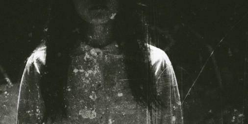 【新作】電話ボックスに顔の潰れた女の幽霊!! 実写が恐怖を倍増させるホラーアドベンチャー『ワタシノモノ』